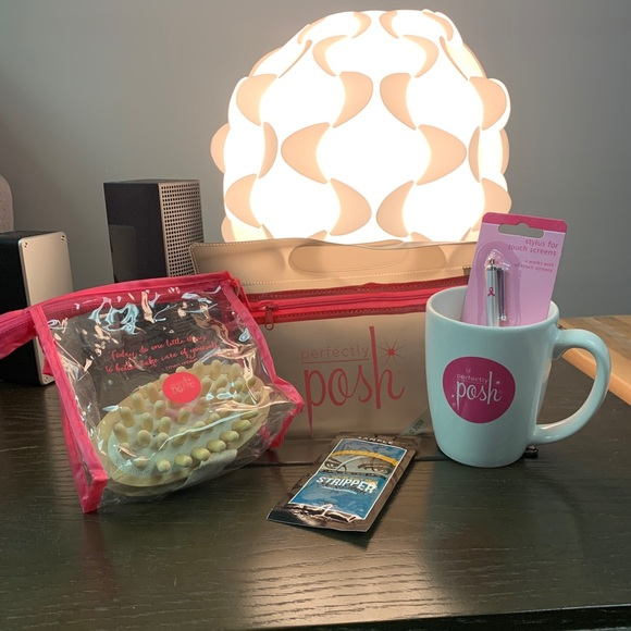 Perfectly Posh Other - Pamper Pack & Make Up Bag